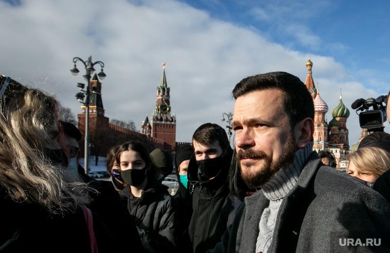 Мемориал на месте убийства Бориса Немцова на Большом Москворецком мосту. Москва , яшин илья