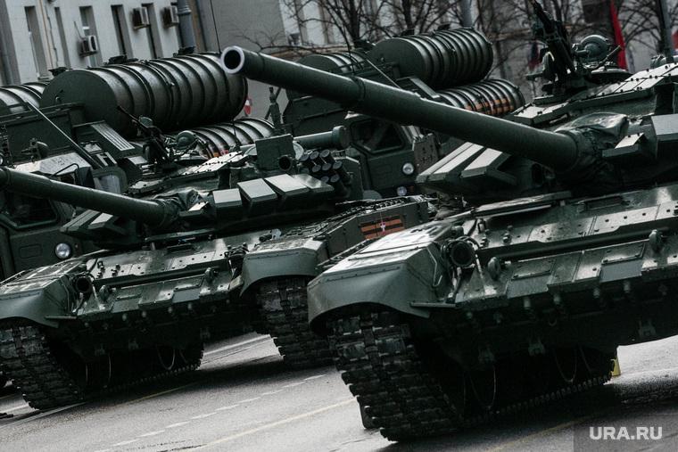 Движение техники для репетиции Парада Победы 9 мая. Москва, военная техника на марше