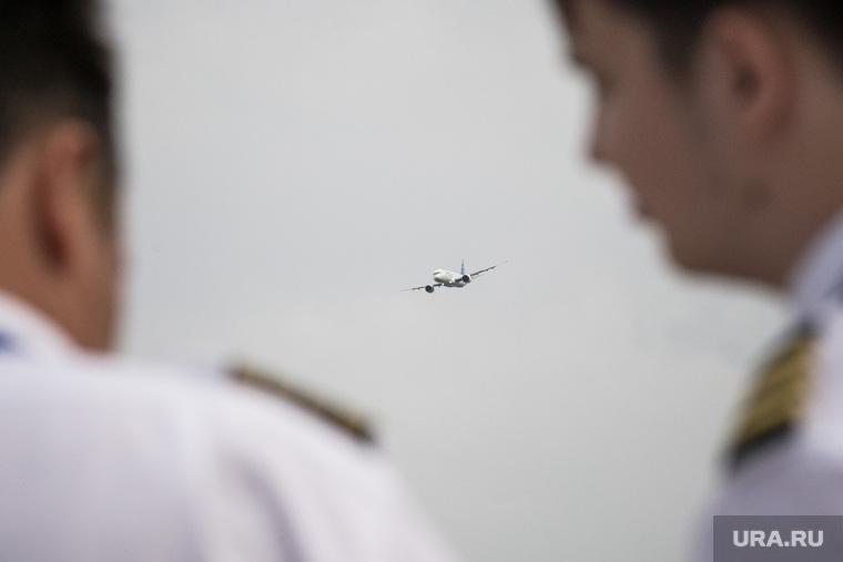 МАКС-2021, второй день. Москва, пилоты, авиация, зрители, самолет, авиасалон