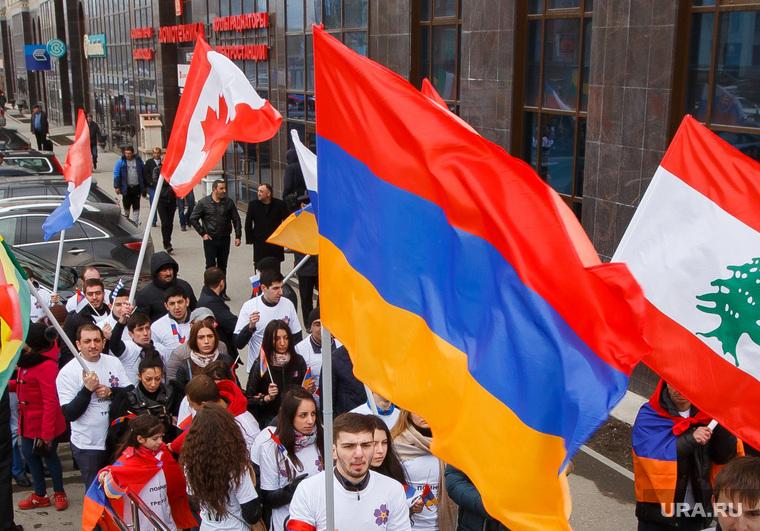 Шествие посвященное столетию геноцида армян. Екатеринбург, флаг армении, флаги, флаг ливана