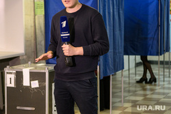 Урны для голосования с опроса свозят в администрацию Екатеринбурга, первый канал, избирательный участок