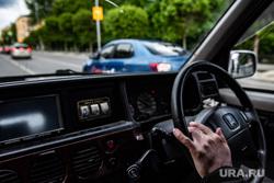 Праворульная машина. Екатеринбург, водитель, руль, салон автомобиля, автомобиль, за рулем, вождение, правый руль, машина, праворульные автомобили