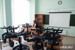 Онлайн-трансляция последнего звонка в Школе №23. Екатеринбург, учитель, школа23, онлайн трансляция, преподаватель, пустой класс, выпускной2020