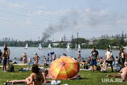 Виды Екатеринбурга, пожар, погода, верх-исетский пруд, жара, зной, отдых горожан, лето в городе, пекло, городской пляж екатеринбурга