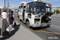 Демонтаж торговых павильонов на территории Некрасовского рынка. Курган , автобус, сломался автобус, павильоны, торговые павильоны