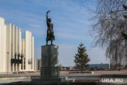 Разное Курган , филармония, город курган, памятник наташе аргентовской, троицкая площадь