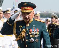 Торжественная церемония празднования Дня ВМФ на Сенатской площади. Санкт-Петербург, парад, офицеры, журавлев александр, шойгу сергей, день вмф, военные моряки, отдавать честь