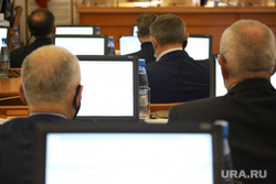 Заседание областной думы. Курган, чиновники, заседание правительства, монитор, депутаты