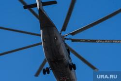 Костюмированная автоколонна и воздушный парад ко Дню Победы. Екатеринбург, вертолет, перевозка грузов, военная авиация, авиа шоу, воздушный парад, ми-26, грузовой вертолет