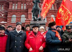 Возложение цветов к Вечному Огню. Москва, коммунисты, красный флаг, кпрф, красное знамя, рашкин валерий, манежная площадь, гим, зюганов геннадий, государственный исторический музей