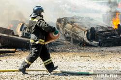 Пожар на пункте приема металлолома. Челябинск, мчс, дым, пожарный, пожар, огонь, огнеборец, газовый баллон