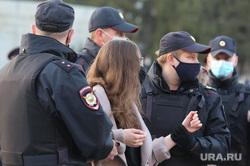 Несанкционированная акция сторонников оппозиционера Алексея Навального. Курган, полиция, задержание, задержание актививстов