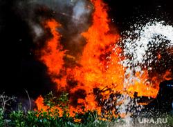 Пожар на пункте приема металлолома. Челябинск, мчс, дым, пожарный, пожар, пламя, огонь, огнеборец, ь, пламя
