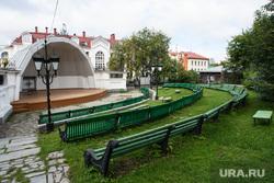 Плакаты с писателями в Литературном квартале. Екатеринбург, летняя сцена, литературный квартал