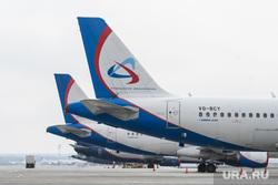 Прибытие борта РМК с гуманитарным грузом в аэропорт Кольцово. Екатеринбург, уральские авиалинии, ural airlines, хвост самолета
