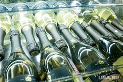 Благотворительный ужин. Тюмень, шампанское, бутылки, алкоголь