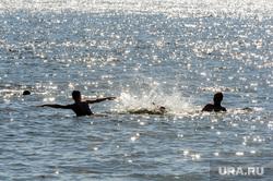 Городской пляж на Шершневском водохранилище во время режима самоизоляции. Челябинск, жара, брызги, лето, отдыхающие, городской пляж шершневский, пляж, отдых, купальщики
