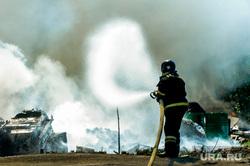 Пожар на пункте приема металлолома. Челябинск, мчс, дым, пожарный, пожар, огонь, огнеборец