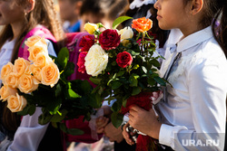 Средняя общеобразовательная школа № 106. Екатеринбург, школьницы, первый класс, дети, первое сентября, день знаний, школа, цветы, девочка с цветами