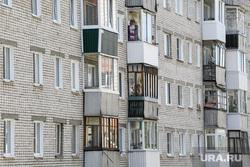 Визит Евгения Куйвашева в Нижнюю Туру, жилой дом, балконы, вторичное жилье