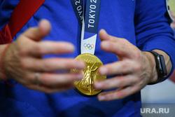 Приезд Давида Белявского в Кольцово. Екатеринбург, золотая медаль, олимпийская медаль, медаль олимпиады, награда олимпиады, олимпиада токио2020, tokyo2020, токио2020