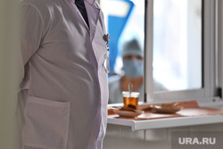 Депутат областной думы Александр Ильтяков в центре переливания крови. Курган , столовая, чай, белый халат, весы, обед, питание, медицина, медик