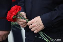Возложение цветов к мемориалу Вечного Огня в день памяти и скорби, в день начала ВОВ. Курган, гвоздики, возлоение цветов, день памяти, цветы