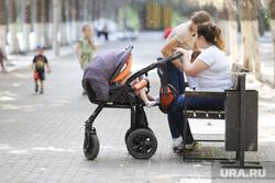 Тополиный пух. Курган, материнство, цпкио, парк, дети, отдых, детская коляска, мать и дети