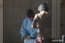 Депутат областной думы Александр Ильтяков в центре переливания крови. Курган , лаборатория, медицина, процедурный кабинет, врач, медсестры, фельдшер, медик