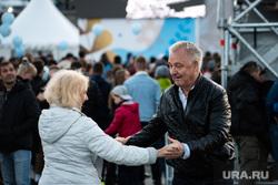 Закрытие фестиваля «Скрепа». Екатеринбург, массовое мероприятие, пожилые люди, пенсионеры, танцуют