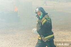 Пожар на пункте приема металлолома. Челябинск, мчс, дым, пожарный, пожар, пламя, огонь, огнеборец