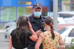Жара в городе. Курган, подростки, девочки, дети, медицинская маска, полиция, купание в фонтане, нарушение, фонтан, лето в городе