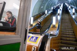 Масочный режим в екатеринбургском метрополитене. Екатеринбург, эскалатор, подземка, метрополитен, метро, масочный режим