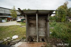 Балочные поселки Взлетный и Черный Мыс. Сургут, туалет деревенский