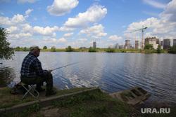 Спальные районы Москвы во время периода самоизоляции. Москва, рыбак, лето, рыбалка