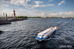 Санкт-Петербург, туристы, катер, ростральные колонны, санкт-петербург, река нева