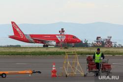Аэропорт. Магнитогорск, сухой суперджет, red wings, взлетное поле