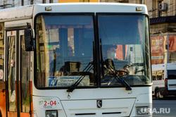 Соблюдение масочного режима в общественном транспорте. Челябинск, автобус, общественный транспорт, медицинская маска, пассажиры