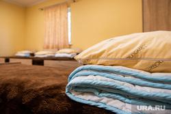 Подготовка к летней оздоровительной кампании в загородном лагере «Зарница». Свердловская область, Березовский, отряд, кровать, летний лагерь, детский лагерь, летние каникулы, спальня, загородный лагерь, оздоровительный лагерь