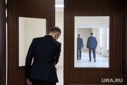 Выборы Алексея Орлова мэром Екатеринбурга. Екатеринбург, дверь, коридор, чиновник, отставка, уход, государственная служба, двери
