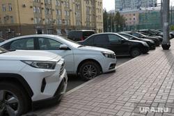 Виды города. Пермь, парковка, автомобили на парковке