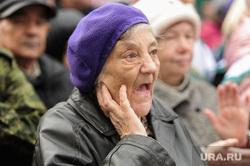 День народного единства в Челябинске, пенсионерка, портрет, старуха