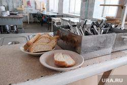 Визит врио губернатора Курганской области Шумкова Вадима в Шадринск, хлеб, школьная столовая, столовая еда, школьное питнание