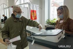 Единый день голосования. Магнитогорск, пенсионерка, коиб, избирательный участок, выборы 2020