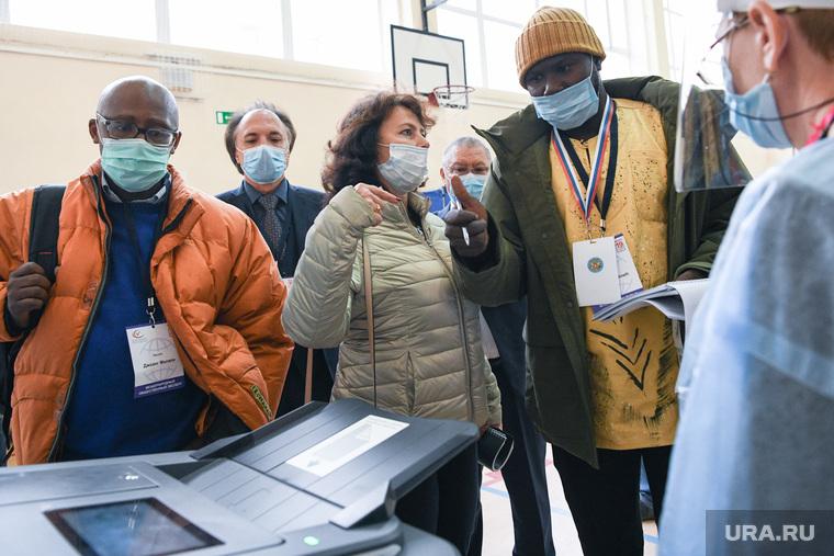 Выборы-2021: иностранные наблюдатели на УИК 1331, Гимназия 104. Екатеринбург