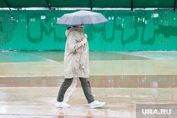 Дождливый день. Тюмень, непогода, люди с зонтами, дождь, человек с зонтом