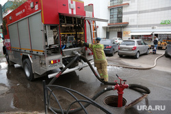 Пожар в ТЦ Триада. Пермь, мчс, пожарная машина, пожар, пожарный гидрант, пожар в торговом центре