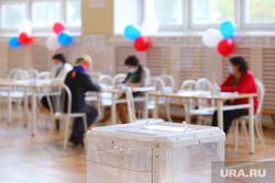 Выборы- 2021. Курган , наблюдатели, выборы, триколор, избирательный участок, голосование, урна для голосования, бюллетень, выборы 2021