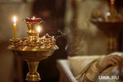 Отпевание протоиерея Всеволода Чаплина в Храме Федора Студита в Москве. Москва, священники, церковные свечи, храм, церковь, церковная служба, чаплин всеволод, гроб, покойник, отпевание в храме, православный обряд, усопший, ковь, канон