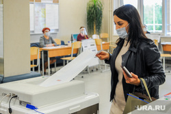 Выборы-2021: иностранные наблюдатели на УИК 2410. Челябинск, коиб, тик, иностранцы, голосование, выборы2021, избирательный участок 2410, иностранные эксперты